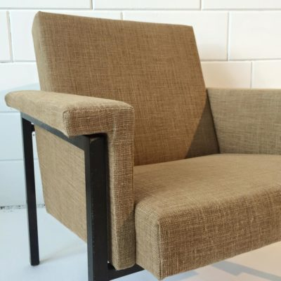 Met linnen gestoffeerde stoel 1