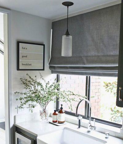 Grijs linnen vouwgordijn keuken