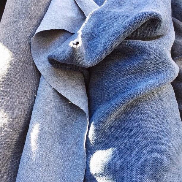 Blauwe linnen stoffen - in zon