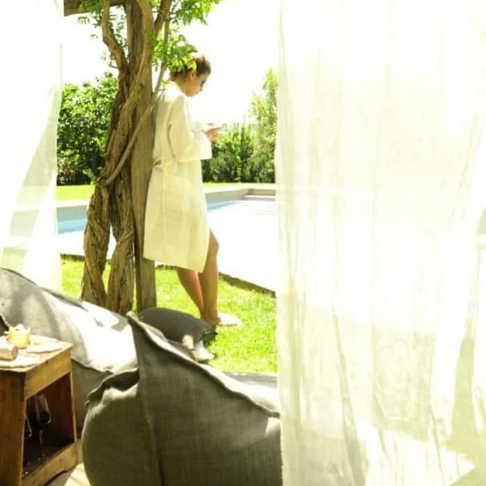 linnen in de tuin en badjas