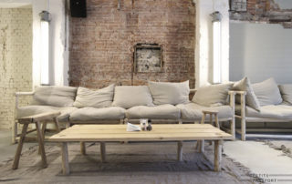 Rugged interior with linen fabrics - Atelier Sukha