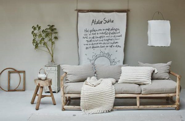 Houten bank met linnen kussen - Atelier Sukha