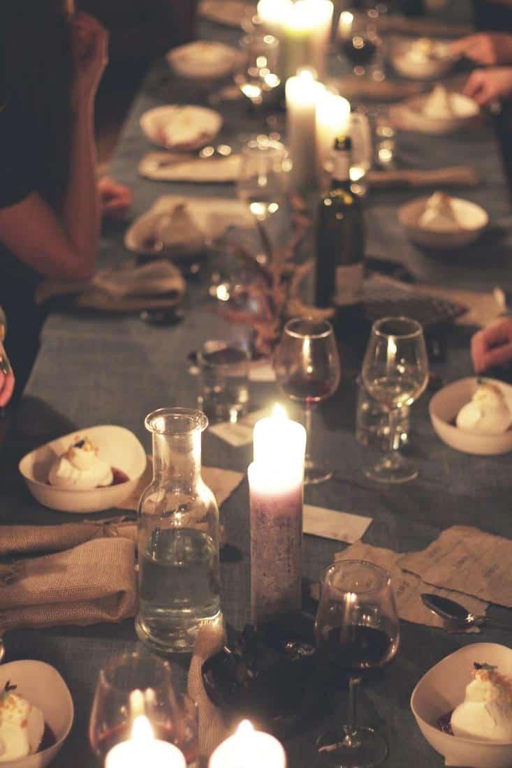 Gezellig aan tafel bij kaarslicht - Hutspot