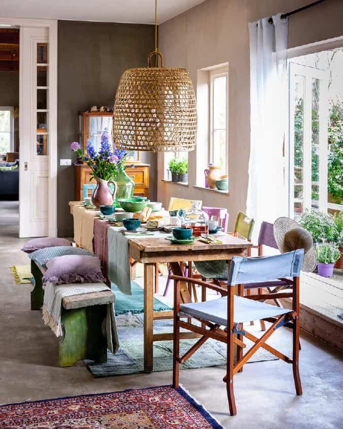 Kleurrijke tafel met bohemien uitstraling - Libelle