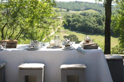 Ontbijten in het Italiaanse landschap - La Saracina
