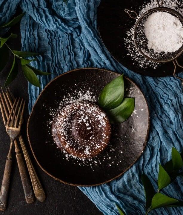 desert tafel met gekreukeld linnen