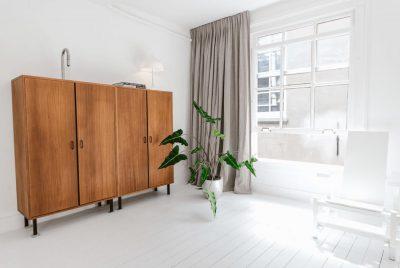 Lichte suite met linnen gordijnen
