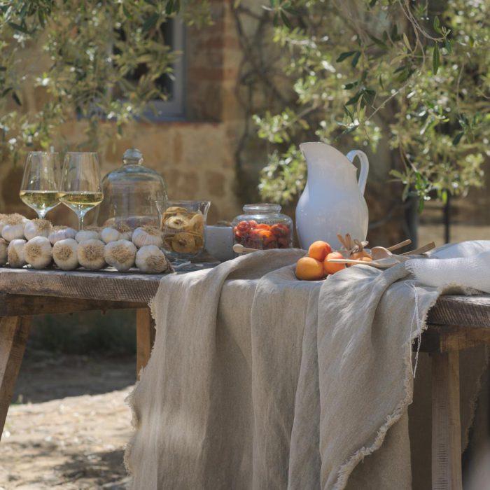 Havana stof op een mediterraanse tafel