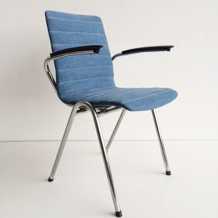 Gestoffeerde stoel met de Zurich Indigo stof