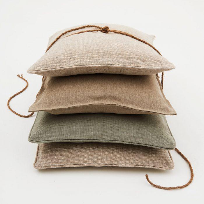 Kussens gemaakt van Kensington Oatmeal Flax en Mist