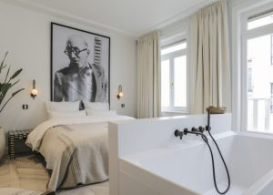 Luxe slaapkamer met ensuite badkamer voor DSTRCT High End Real Estate