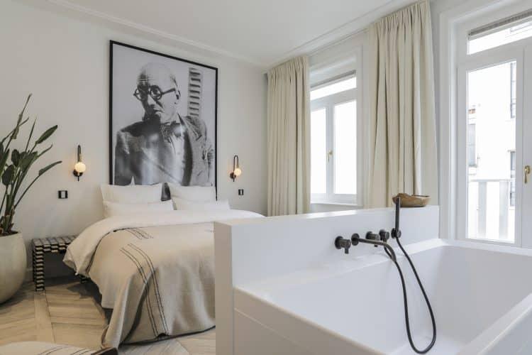 Luxe slaapkamer met ensuite badkamer