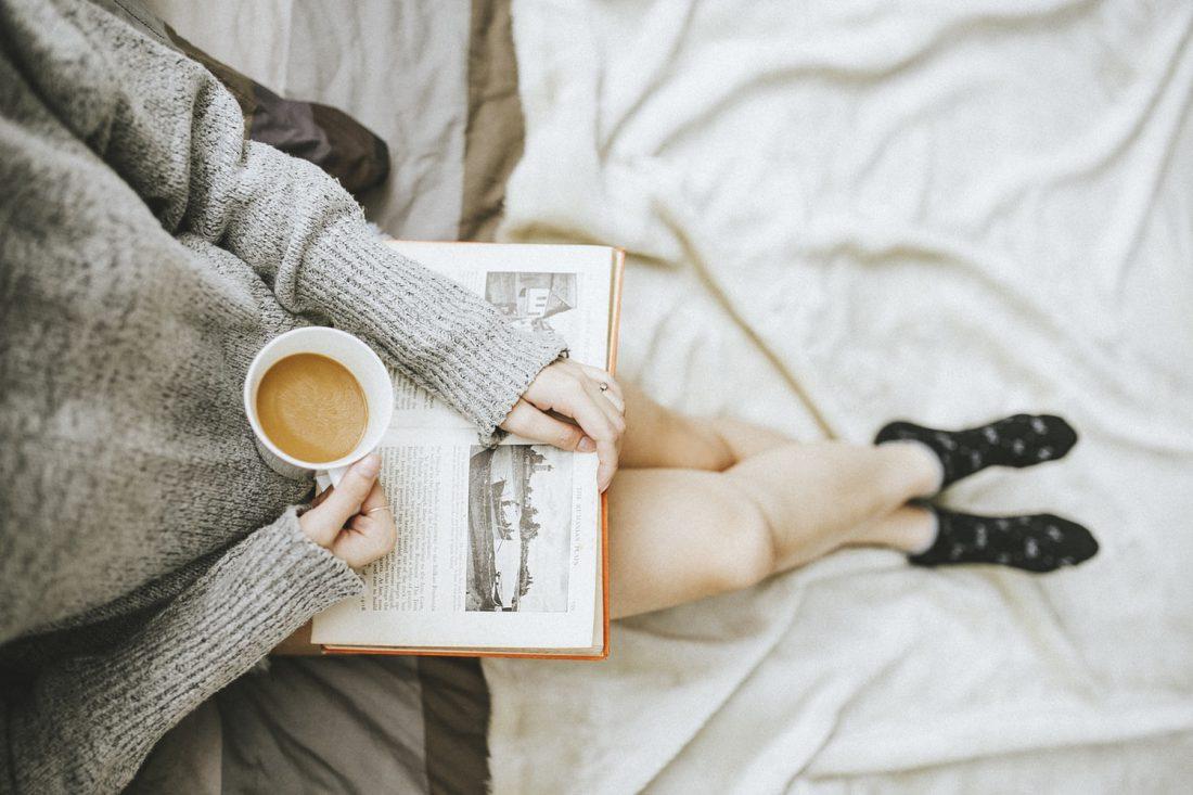 Lazy sunday: genieten van een kopje koffie met een goed boek