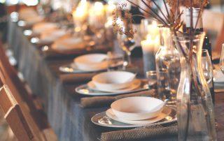 Gedekte tafel in de tijd van kerst