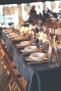 Kersttafel met kandelaars