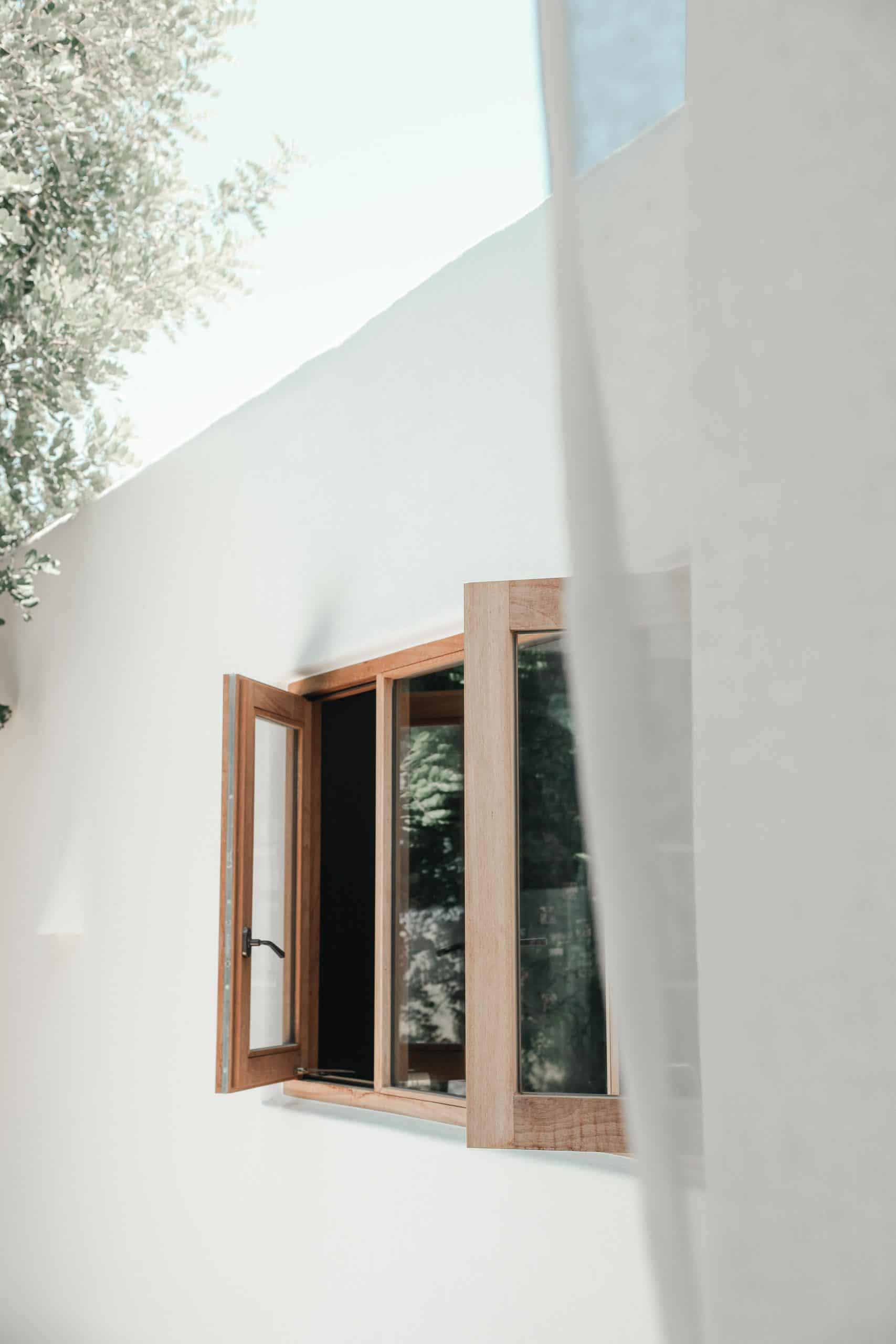 Een open raam in St Juan op Ibiza